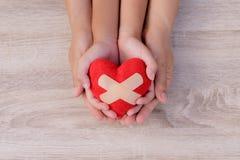 Soins de santé, amour, donation d'organe, assurance de famille photos stock
