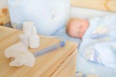 Soins de santé - drogues et tissu avec le bébé malade Images stock