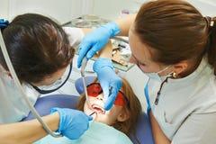 Soins dentaires d'enfant Photographie stock