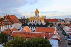 Soirée chez Wat Ratchanatdaram Woravihara (Loha Prasat) Image libre de droits