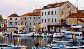 Soirée dans la ville de mer images libres de droits