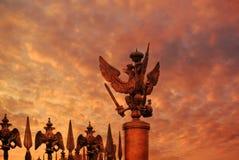 Soirée dans le St Petersbourg Place de palais au coucher du soleil à St Petersburg, Russie Image stock