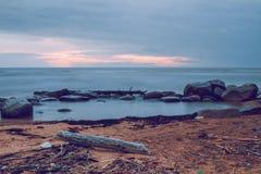 Soirée de coucher du soleil sur la mer baltique latvia 2010 Photo libre de droits