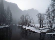 Soirée de Foogy en vallée de yosemite Photographie stock libre de droits