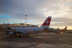 Soirée de janvier sur l'aéroport de Pulkovo Images libres de droits