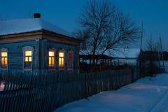 Soirée de l'hiver dans le village Images libres de droits