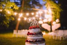 Soirée de mariage de gâteau en dehors des lettres de fruit Photo libre de droits