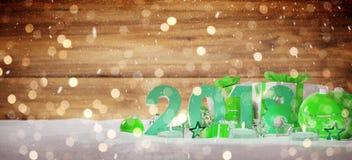 soirée du Nouveau an 2018 avec le rendu de babioles et de cadeaux 3D de Noël Images stock