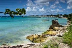 Soirée ensoleillée sur le du front de mer au site touristique populaire Oistins, les Barbade Photo stock