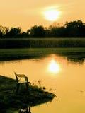 Soirée par un étang Photographie stock