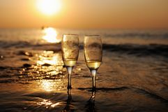 soir e romantique sur la plage image stock image du m le. Black Bedroom Furniture Sets. Home Design Ideas