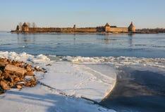 Soirée sur la rivière Neva photographie stock libre de droits