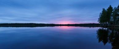 Soirée sur le lac avec la réflexion Photo libre de droits