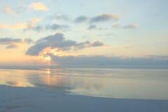 Soirée tranquille d'hiver sur la mer Photo libre de droits