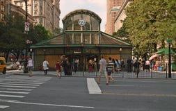 soixante-douzième station de métro de Broadway de rue, New York City Image stock