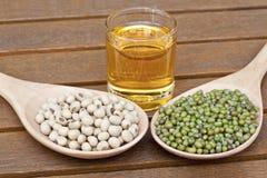 Sojabohnenölbohne und grüne Bohne Stockfotos