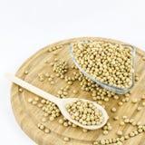 Sojabohnen auf hölzernem Brett Gesunde vegetarische Nahrung Lizenzfreies Stockbild