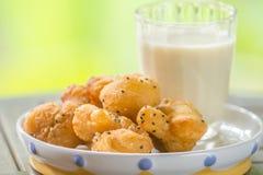 Sojabohnenmilch mit frittiertem Teigstock Lizenzfreie Stockfotografie