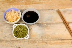 Sojabonen, spruiten en saus Stock Afbeeldingen