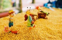Sojaboon met speelgoed Stock Fotografie