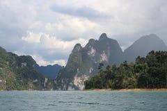 sok Таиланд национального парка lan озера khao cheow стоковая фотография rf