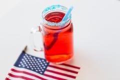 Sok flaga amerykańska na dniu niepodległości i szkło zdjęcia stock