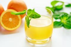 Sok pomarańczowy i świeża mennica Obraz Royalty Free