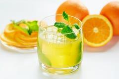 Sok pomarańczowy i świeża mennica Fotografia Royalty Free