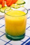 Sok pomarańczowy i sałatka z pomidorem, ogórek Obrazy Stock