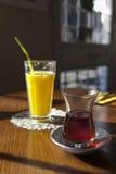 Sok Pomarańczowy i herbata Zdjęcie Royalty Free