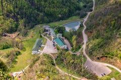 Soko Monastery est? situado debajo de Soko Grad imagen de archivo