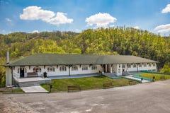 Soko Monastery est? situado debajo de Soko Grad imágenes de archivo libres de regalías
