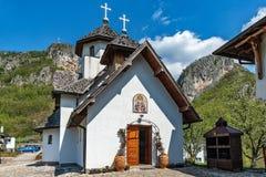 Soko Monastery est? situado debajo de Soko Grad foto de archivo libre de regalías