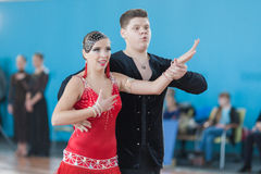 Sokol Iliya en Bartashevich Kristina Perform jeugd-2 Latijns-Amerikaans Programma Stock Fotografie