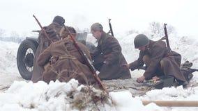 By Sokolovo, Kharkiv region, Ukraina - mars 9: Rekonstruktion av striden av det andra världskriget nära arkivfilmer