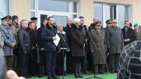 Sokolovodorp, Kharkiv-gebied, de Oekraïne - Maart 9: Toespraak van de Minister van Defensie van de Tsjechische Republiek Karla stock videobeelden