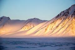 Sol ártico em montanhas Imagem de Stock