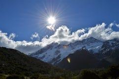 Sol över Aoraki monteringskock royaltyfri foto