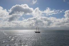 Sol över det holländska Wadden havet Royaltyfri Foto