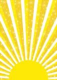 Sol amarillo brillante con sunrays y estrellas que brillan intensamente Fotografía de archivo