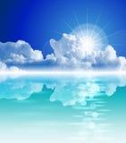 Sol brillante, mar tropical, cielo claro, nubes mullidas ilustración del vector