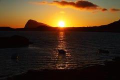 Sol da meia-noite em ilhas de Lofoten, Noruega Imagens de Stock