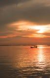 Sol da noite do mar no por do sol Fotos de Stock