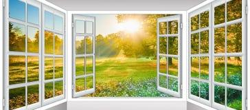 Sol da nuvem da janela aberta Foto de Stock