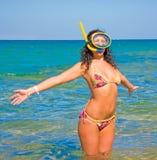 Sol de acolhimento do verão da mulher Fotografia de Stock Royalty Free