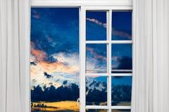 Sol de la nube de la ventana abierta imagen de archivo libre de regalías