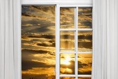 Sol de la nube de la ventana abierta Foto de archivo libre de regalías