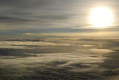 Sol de la puesta del sol en la altitud Imagen de archivo