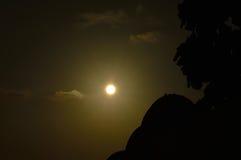 Sol de la tarde de Bali con las tablas hawaianas Imagen de archivo