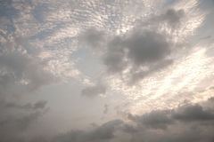 Sol de ocultación de la nube brillante Fotografía de archivo libre de regalías